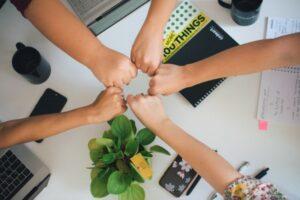 współpraca ręce na pokład razem znaczy szybciej lepiej skuteczniej